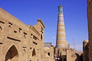 Chiwa - Blick auf Minarett der Medrese Islam Hodsha
