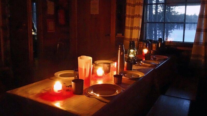 Abendessen auf der Hütte © Diamir