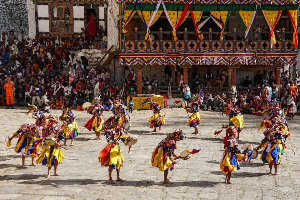 Maskentanz beim Klosterfestival in Paro
