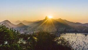 Sonnenuntergang hinter Corcovado in Rio de Janeiro