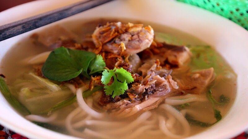 Aromatische Nudelsuppe – sehr typisch für Asien © Diamir