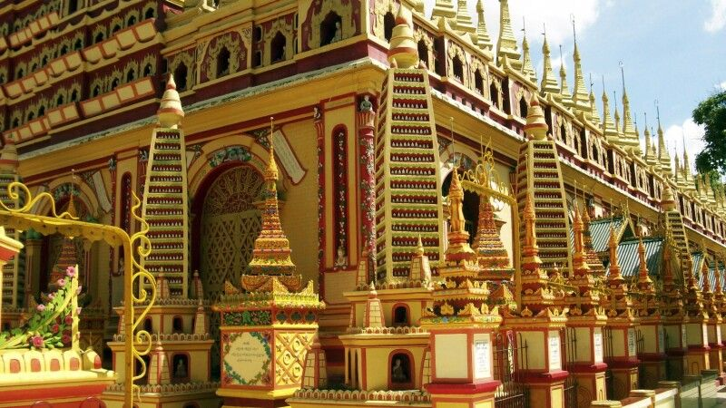 Thanbodday-Pagode in Monywa mit ihren 580000 Buddhaabbildungen © Diamir
