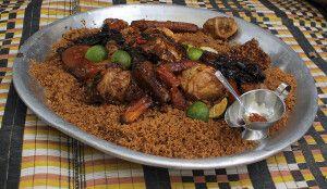 Das Nationalgericht Fisch mit Reis