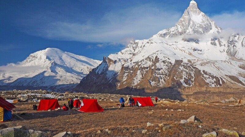 Von der Alm Nandanvan Blick zum Shivling – das Matterhorn des Garhwal! © Diamir