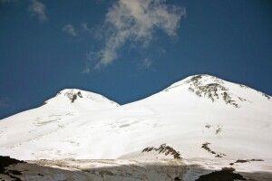 Der formschöne Doppelgipfel des Elbrus.
