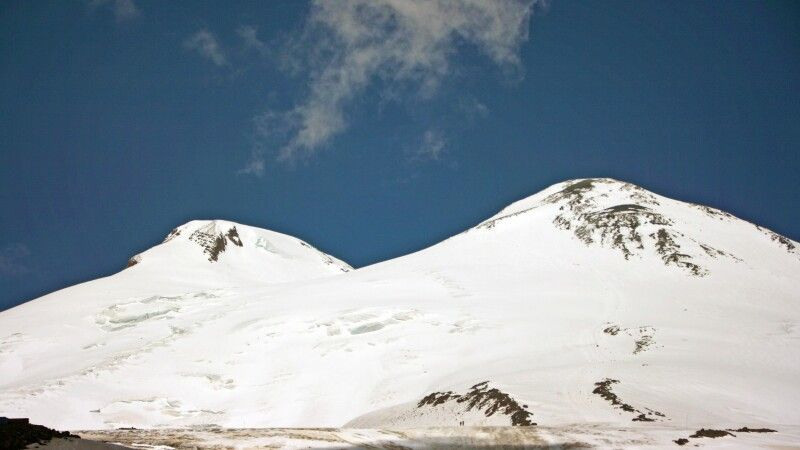Der formschöne Doppelgipfel des Elbrus. © Diamir