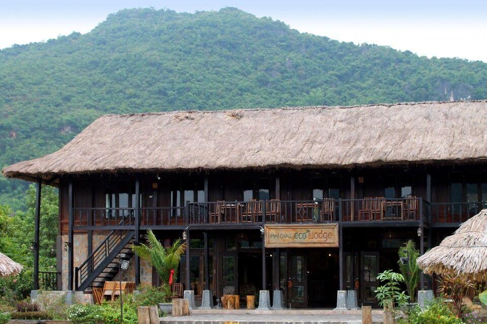 Die Mai Chau Ecolodge liegt mitten in Reisefeldern.