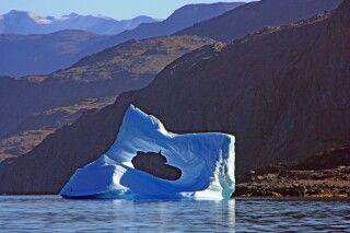 Spektakulärer Eisberg im Fjord