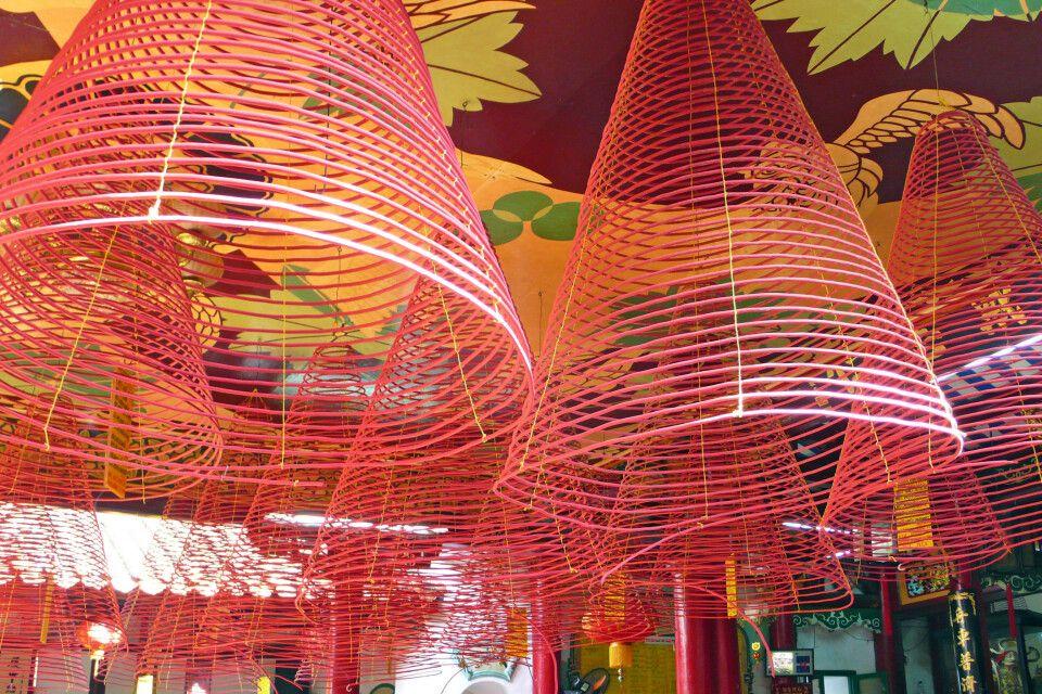 Räucherstäbchen sehen aus wie Lampenschirme und brennen bis zu 4 Stunden