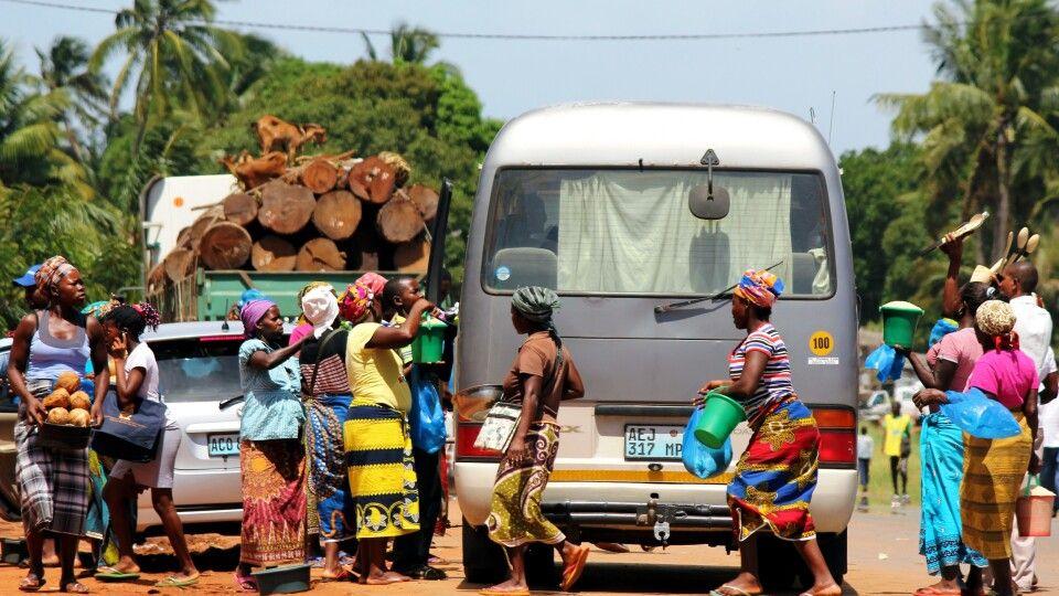 Fliegende Händler in Inharrime, Inhambane-Provinz