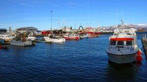 Kleine Fischerboote im Hafen von Reykjavík