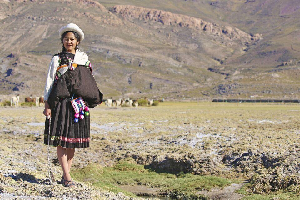 Bolivianische Lamahirtin