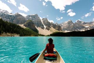 Kanu auf dem Moraine Lake, Banff NP