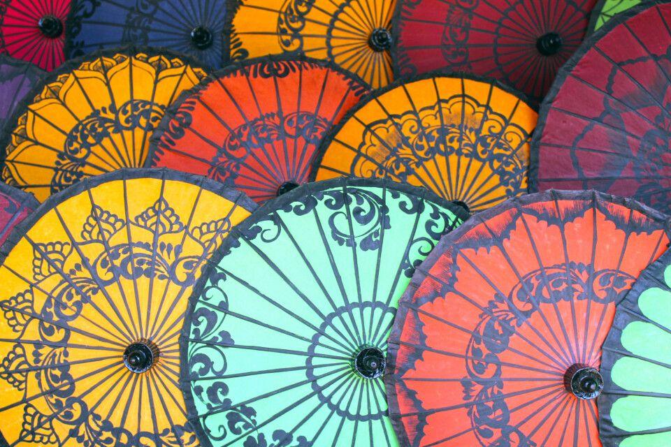 Handgefertigte Papierschirme in Myanmar