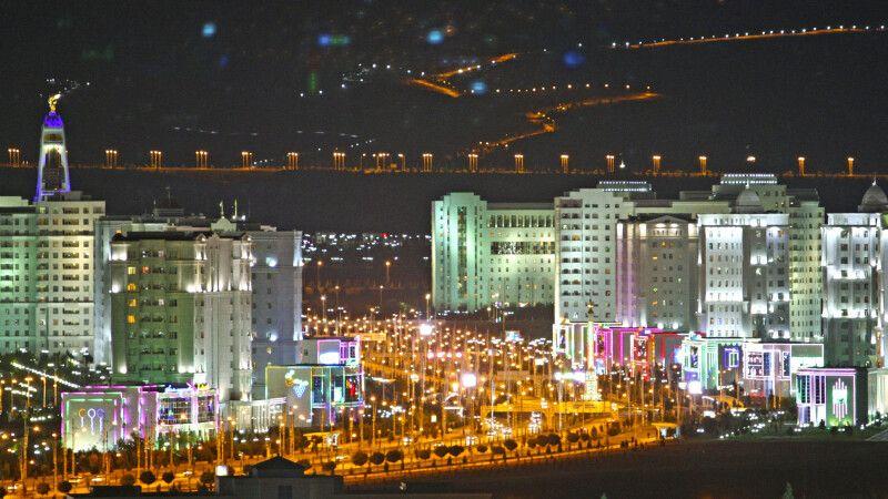 Ashgabat bei Nacht © Diamir
