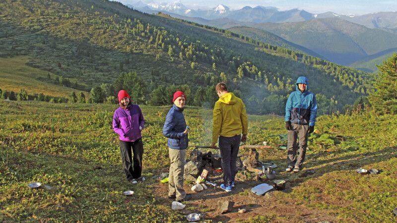Gruppe am idyllischen Camp Tukhman © Diamir