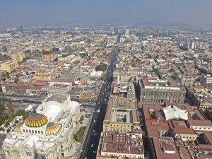 Blick aus der Vogelperspektive auf die Metropole Mexiko-Stadt