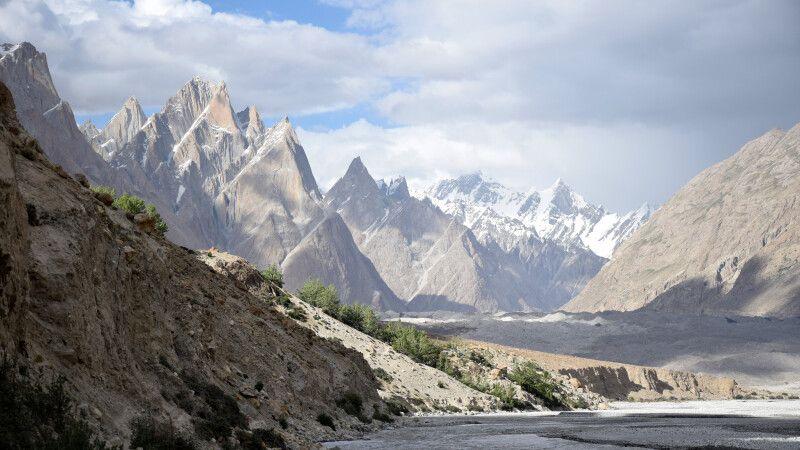 Blick vom Lagerplatz Jhola während des Karakorum-Trekkings. © Diamir