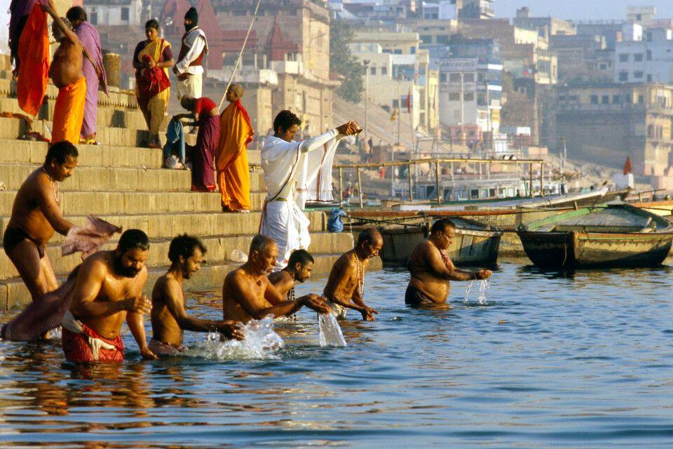 Varanasi am Ganges – Betende