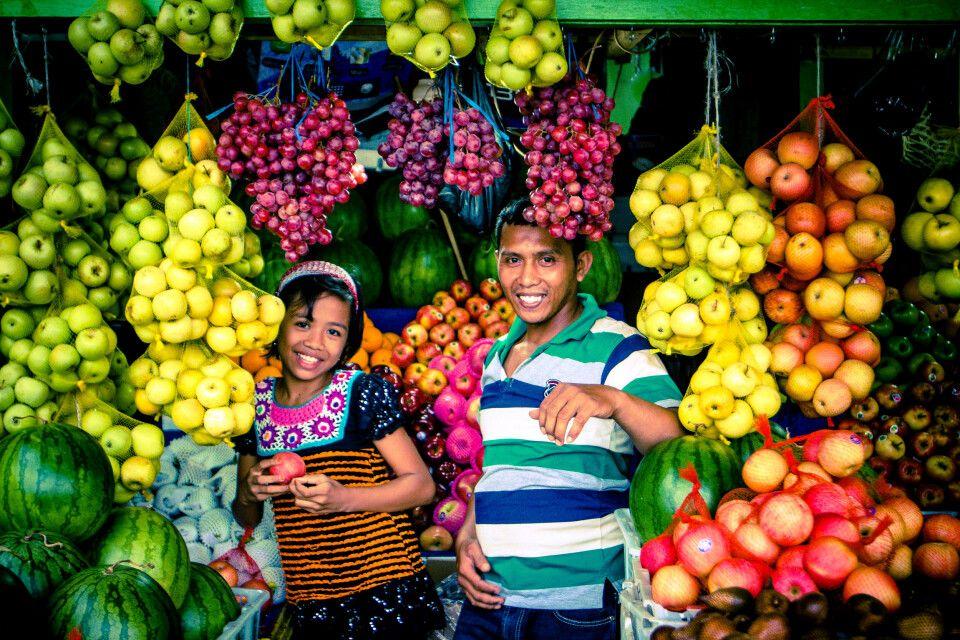köstliche Früchte auf dem Markt von Sorong