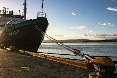 Die Plancius im Hafen von Ushuaia