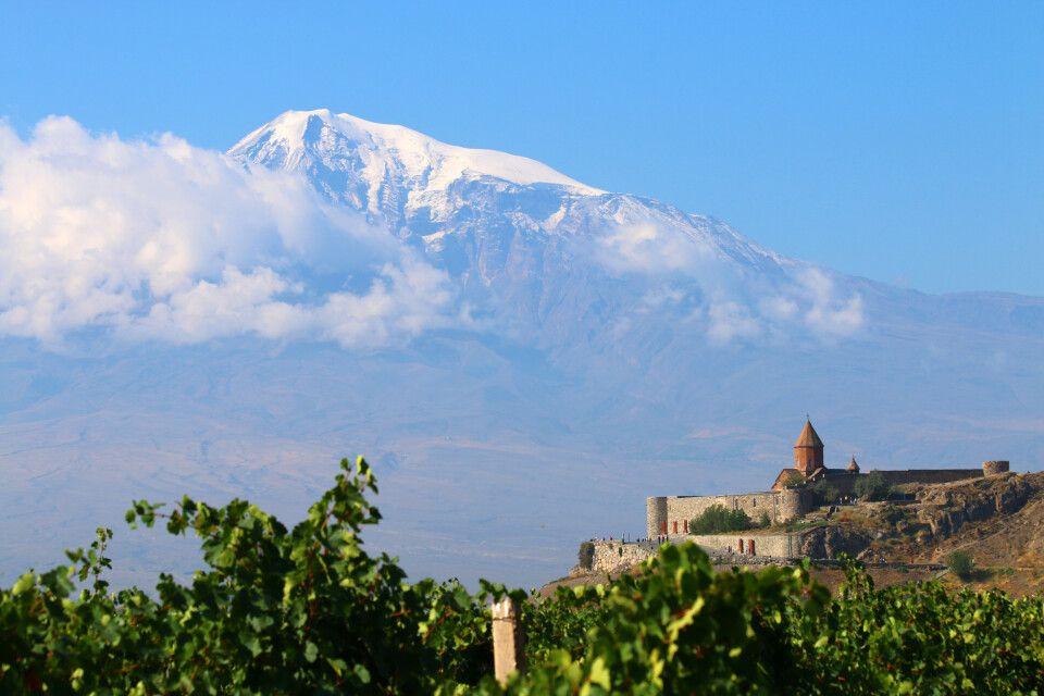Kloster Chor Virap mit Ararat im Hintergrund
