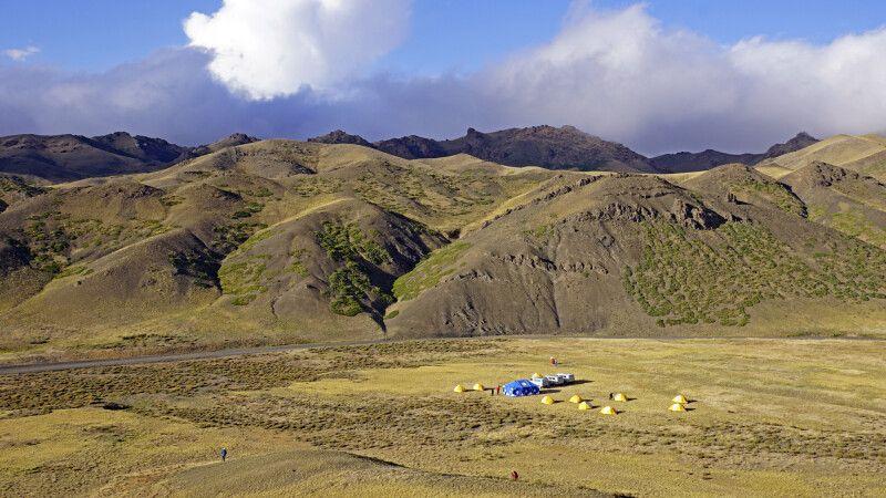 Unser Camp in der Südgobi in den Gurvan-Saikhan-Bergen © Diamir