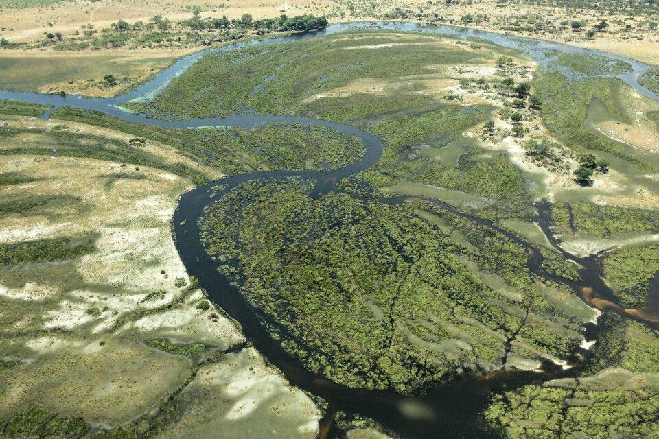Kontrast zur Wüste: Das Camp Lagoon (am Bildrand links oben) liegt direkt am Wasser.