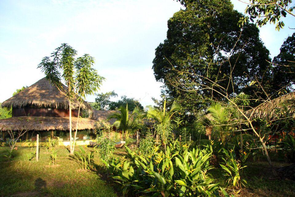 weitläufiger Garten der urigen Turtle Lodge