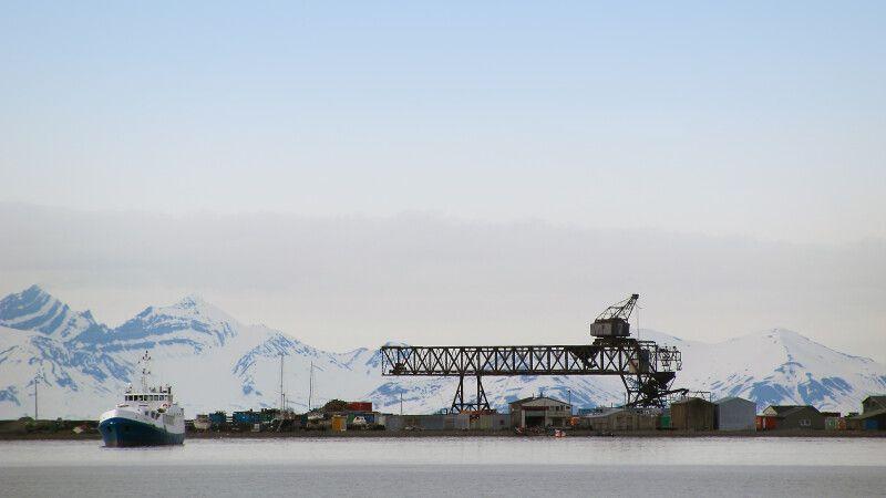 Im Hafen von Longyearbyen © Diamir