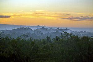 Der Borobudur im Sonnenaufgang