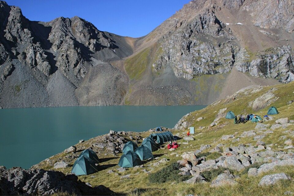 Camp am Alakul Gletschersee