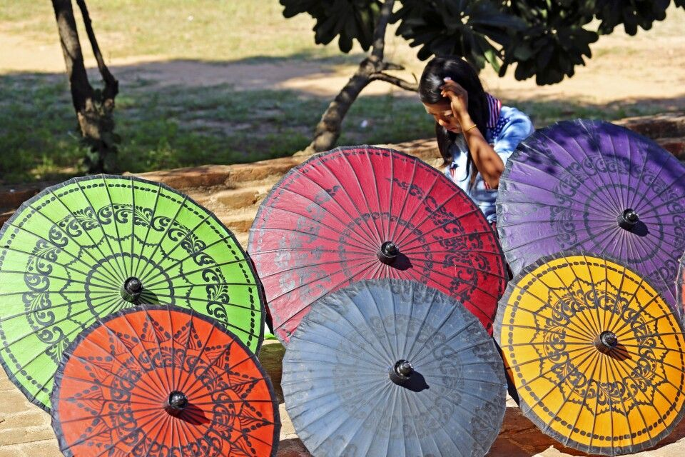 Handwerk der Schirmemacher in Bagan