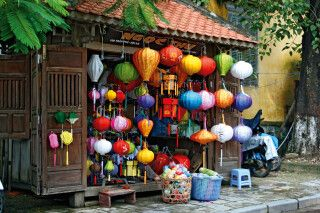 traditionell handgefertigte farbenfrohe Lampen in Hoi An