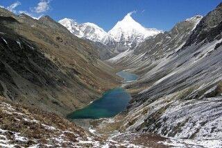 Blick auf Jomolhari (7320 m, links) und Jichu Drake (6990 m, rechts)