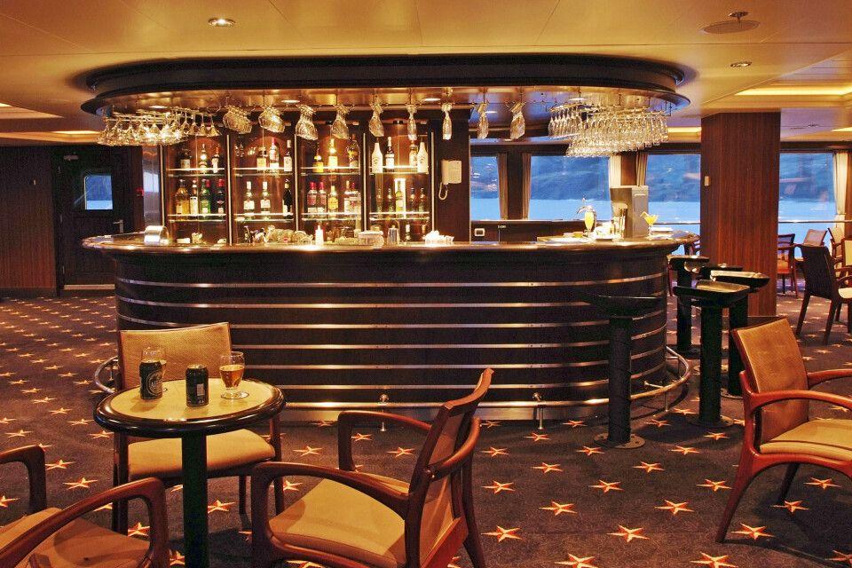 Stella Australis – Darwin Lounge