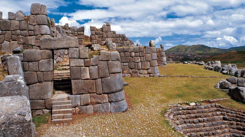 Ruinen von Sacsayhuaman bei Cusco © Diamir